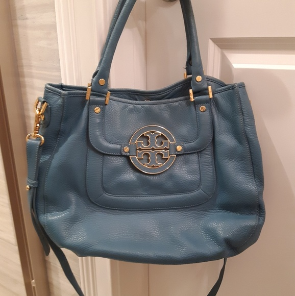 Tory Burch Handbags - Tory Burch Amanda hobo/ purse